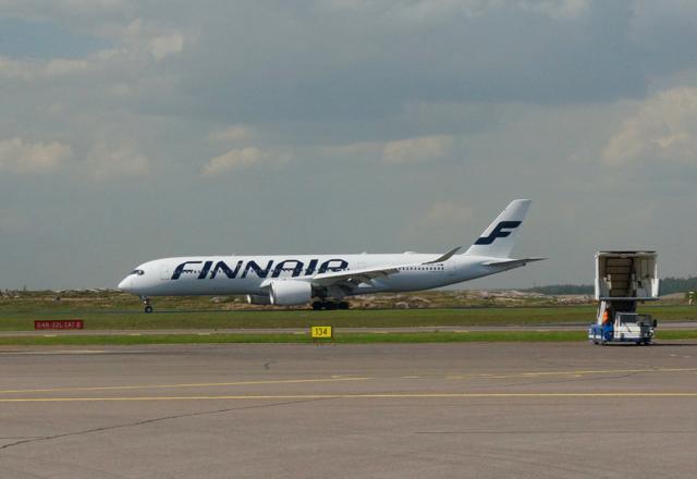A350 laskeutuu